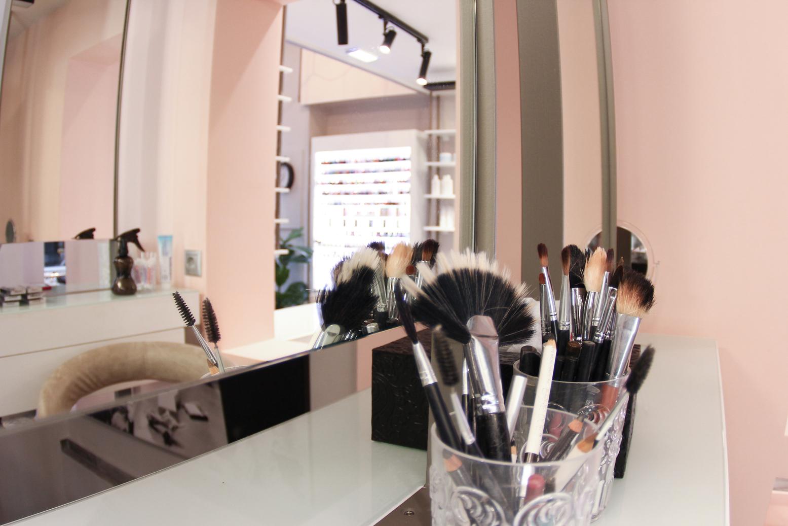 Pink   Make up   Nail Art